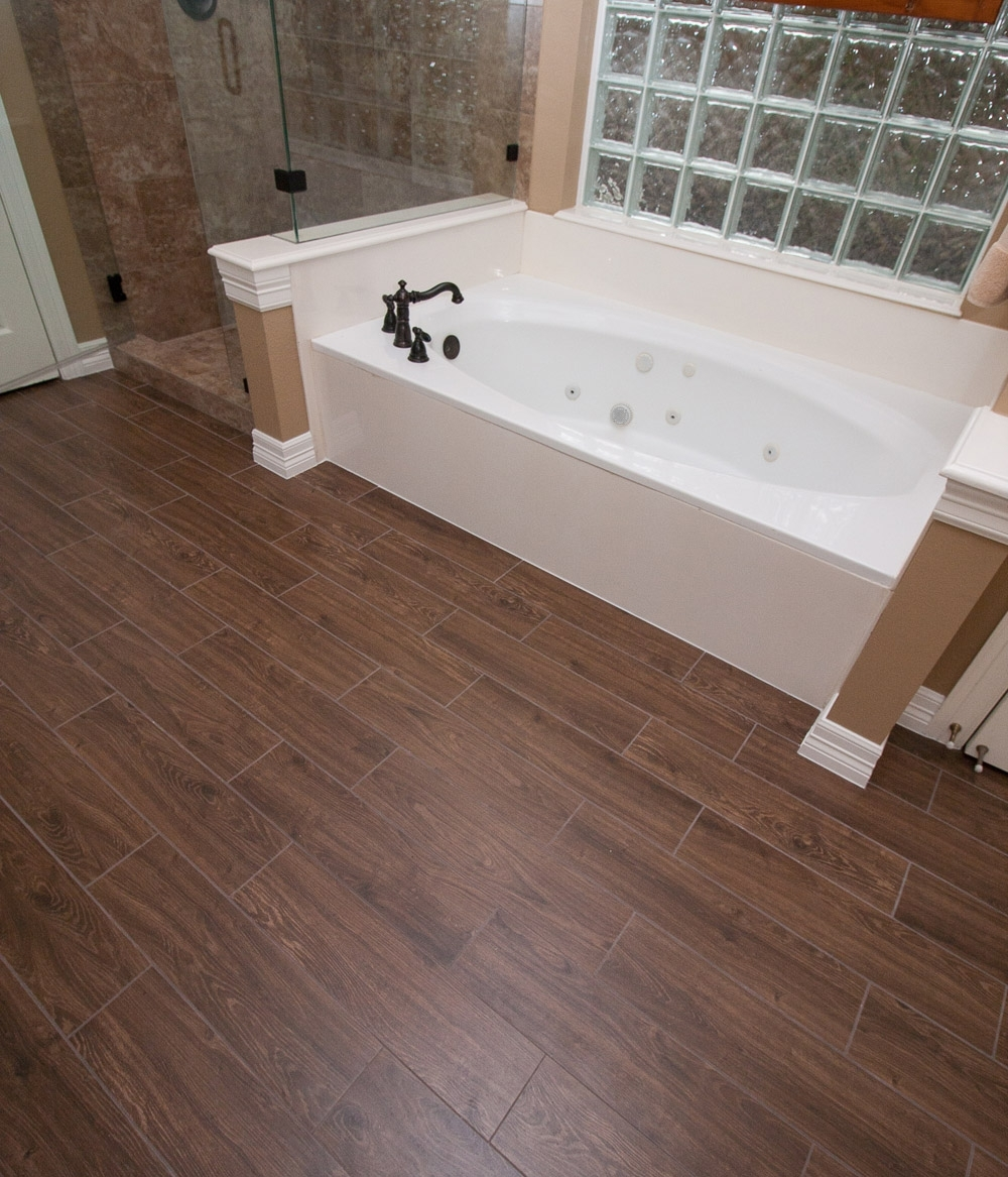 wood look tiles in bathroom wood look tile combines style with versatility 24725